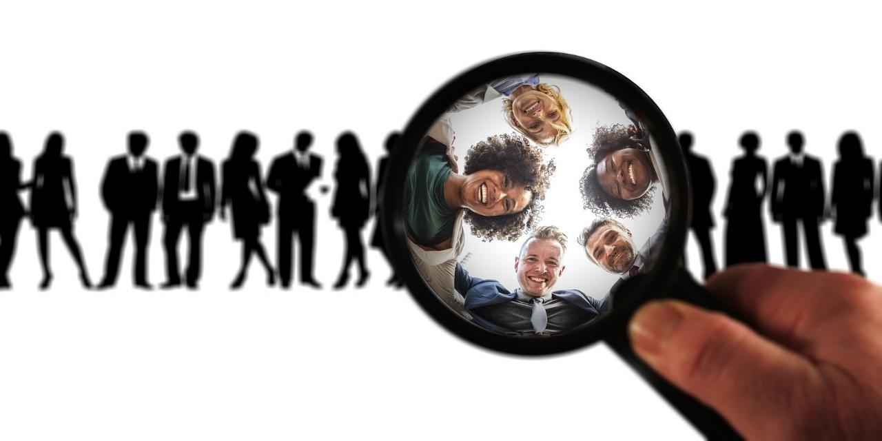 Les deux KPI relation client les plus célèbres sont le net promoter score (NPS) et le customer effort score (CES)